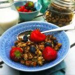 Homemade bananen granola Made by Ellen Banana Granola, Feel Good Food, Muesli, Chutney, Fruit Salad, Food Inspiration, Acai Bowl, Breakfast Recipes, Oatmeal