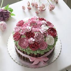 Buttercream Flower Cake, Cake Ideas, Cakes, Desserts, Food, Tailgate Desserts, Deserts, Cake Makers, Kuchen