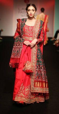 Saroj Jalan at Lakme Fashion Week - - Look 11 Dulhan Dress, Pakistani Dresses, Indian Dresses, India Fashion Week, Lakme Fashion Week, Ethnic Outfits, Indian Outfits, Indian Clothes, Indian Attire
