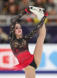 Alina Zagitova of Russia performs her free dance at the Rostelecom Cup 2018 ISU Grand Prix of Figure Skating in Moscow on November (Photo by STR / AFP) (Photo credit should read STR/AFP/Getty Images) Gymnastics Pictures, Sport Gymnastics, Hot Figure Skaters, Ice Skaters, Alina Zagitova, Ice Girls, Sport Tights, Female Gymnast, Figure Skating Dresses
