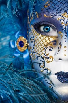 Face art at the Venice Carnival – whether or not this is a mask or face paint, I love the contrast of 2 colours. This one I would vote for. Venetian Carnival Masks, Carnival Of Venice, Venetian Costumes, Image Bleu, Costume Venitien, Art Visage, Venice Mask, Beautiful Mask, Masks Art