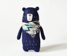Teddybär Softie, Bär mit einem Schal, Bär Plüschtier, gefilzte Miniatur Tiere, Filz, Teddy Bären