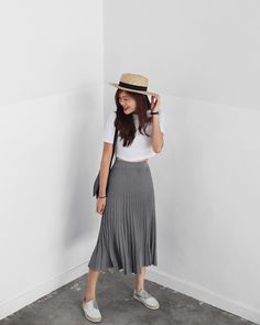 How To Wear Casual Tees With Midi Skirts?