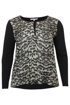 #Xandres X-Line, mooie bloes in dierenprint, online bestelbaar bij Nr4 #GroteMaten dames via link http://www.nr4.be/nl/shop/artikel/xandres-x-line_t-shirts_112068