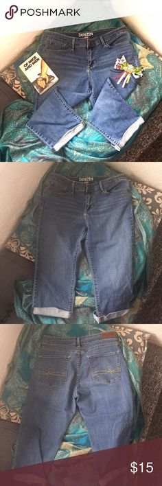 💎New Listing💎Levi's-Bermuda Shorts 🌸EUC! Like new, Levi's Bermuda shorts. The tag has been removed where size was listed but the measurements 16 inches waistline across and the inseam is 17.5 inches. This puts these shorts at about a size 10.🌸💸Free Shipping on bundles with three or more items. After you bundle your three items, make an offer for the total bundle price minus $6 for shipping.💸 Levi's Shorts Bermudas