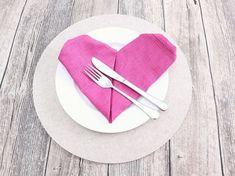 DIY-Anleitung: Serviette in Herzform falten via DaWanda.com #heart #kalp #herz