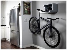 Prateleira com apoio e suporte para bikes.
