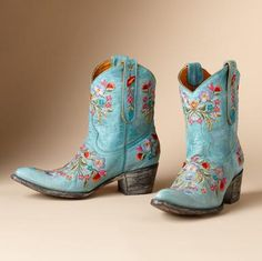 Full Blossom Aqua Boots By Old Gringo- Kick up your heels or kick back and prop your feet on the front porch railing. Old Gringo's artisanal boots are emblazoned with a freefall of embroidered flowers. Whole and half sizes Botas Western, Western Boots, Western Wear, Crazy Shoes, Me Too Shoes, Blue Cowboy Boots, Mode Country, Old Gringo Boots, Estilo Hippy