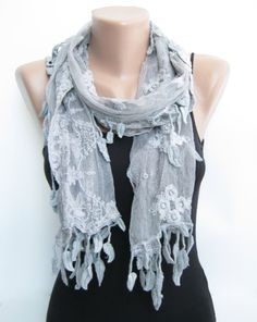 tulle& leaves scarf