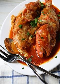 I'll skip the scorpion fish and try this with trout :-) Greek Fish, Greek Sea, Kitchen Recipes, Cooking Recipes, Healthy Recipes, Greek Recipes, Fish Recipes, Salmon And Rice, Greek Cooking