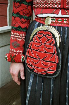 Kjolsäck Swedish Embroidery, Folk Embroidery, Elf The Musical, Costumes Around The World, Scandinavian Folk Art, Color Shapes, Folk Costume, Traditional Dresses, Sewing Patterns