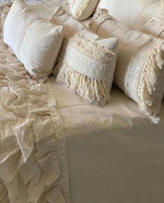 Boho Throw Pillows, Bed Pillows, Puff, Boho Room, New Life, Boho Fashion, Decorative Pillows, Pillow Covers, Blanket
