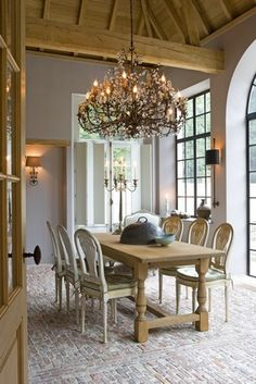 Rustic dining decor with a stunning chandelier. Wow.