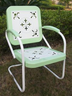I LOVE these old retro chairs!