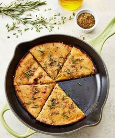 How To Make Socca: A Naturally Gluten-Free Chickpea Flatbread — Cooking Lessons from The Kitchn Vegan Vegetarian, Vegetarian Recipes, Cooking Recipes, Healthy Recipes, Gluten Free Flatbread, Flatbread Recipes, Socca Nice, Vegan Bread, Chickpea Flour Bread