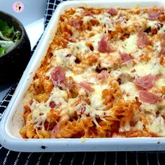 Slimming World friendly pasta bake with garlic chicken and prosciutto. Low syn and delicious! Chicken And Bacon Pasta Bake, Tomato Pasta Bake, Chicken With Prosciutto, Garlic Chicken Pasta, Prosciutto Recipes, Baked Pasta Recipes, Cooking Recipes, Creamy Chicken, Tomato Sauce