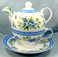 Blue Floral Tea for One Set! Tea For One, My Cup Of Tea, Tea Cup Saucer, Tea Cups, Cuppa Tea, Teapots And Cups, Tea Service, It Goes On, Chocolate Pots