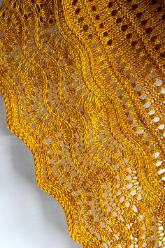 Ravelry: Florin Triangle pattern by Leila Raabe (paid) >> triangle shape; concept would be interesting as a crescent