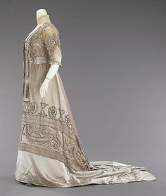 Evening dress Attributed to Mrs. Dunstan (American) Designer: Attributed to Jacques Doucet (French, Paris 1853–1929 Paris) Date: 1908–10 Culture: American Medium: silk, pearl