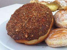 Έχεις ξαναδεί ποτέ ουρές για donuts; - OneMan Food - ΔΙΑΣΚΕΔΑΣΗ   oneman.gr Donuts, Baked Potato, Hamburger, Muffin, Favorite Recipes, Bread, Baking, Breakfast, Ethnic Recipes