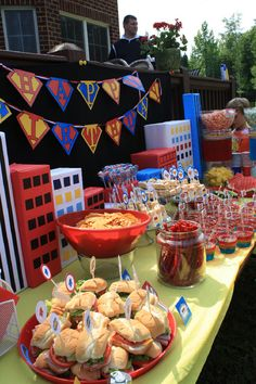 Superheroes Table Styling