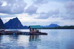 One of my best sunrise unforgettable memories of #Thailand! Il risveglio a Koh Panyee è qualcosa di magico un luogo perso nel tempo e sospeso tra cielo e oceano un luogo dove anche la terra è relativa dove si vive su palafitte e dove la giornata è un susseguirsi di maree e colori per i quali non servono filtri ma che ti restano scolpiti nei ricordi. Koh Panyee è il villaggio degli zingari del mare sperduto nella Baia di Phang Nga un viaggio indimenticabile! #Thailandia
