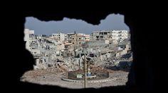 De oorlog in Syrië duurt ondertussen vijf jaar, een trieste verjaardag. Wie steunt wie, wie bombardeert wie, wie vangt de meeste vluchtelingen op en waar zitten de blauwhelmen van de Verenigde Naties? Klik op de afbeelding en lees het daar.