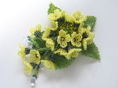 菜の花のビーズブローチ