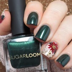 """Poinsettias featuring @sugarloomcosmetics ""Mistletoe""✨ Tutorial coming soon"""