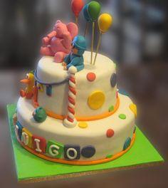 Que mejor que una tarta con Pocoyó y sus amigos en su fiesta para celebrar el primer cumpleaños de Alex e Iñigo. La tarta tenía dos pisos ...