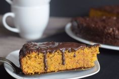 mandeln Carrot and apple cake without sugar and wheat flour, but with sucrose and spelled flour and ground almonds. To top it off, a dark chocolate glaze Cake Calories, Bolo Cake, Ground Almonds, Chocolate Glaze, Apple Cake, Biscotti, Low Carb Recipes, Sugar Free, Banana Bread