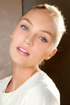 This makeup is so subtle-- peach shadow, white highlights around the brows, eyeliner and mascara. Perfect for looking fresh and natural.