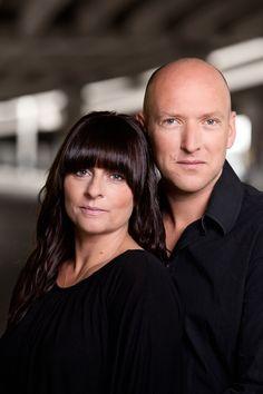 Jeanette Øbro og Ole Tornbjerg vandt i 2010 Politikens Krimikonkurrence med romanen Skrig under vand, der siden er blevet efterfulgt af Djævlens ansigt (2011) og Evas sidste nat (2013).  Parret er gift og har tre børn.