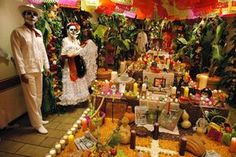 Una de las tradiciones mexicanas que está muy arraigada a través del tiempo es la puesta de ofrendas o altares de muertos en honor a nuestros queridos difuntos, una ofrenda simbólica de...