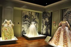 Thru Jan 20, European painting-inspired PAPER dresses! Yes, these are made of paper! @Hillwood Estate Paper French 18th-century dresses by Isabelle de Borchgrave at Hillwood