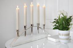 Moderner Kerzenleuchter BRIDGE von FINK, 5-flammig, versilbert und anlaufgeschützt. http://www.deSaive-deSign.de/Silberleuchter-BRIDGE…