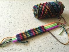 How to weave with straws! http://suzyssitcom.com/2015/06/easy-straw-weaving-and-fresh-brewed-iced-tea.html?utm_content=buffer516bb&utm_medium=social&utm_source=pinterest.com&utm_campaign=buffer #kidscrafts
