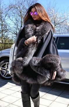 Détails sur 2015 MILANO silver fox fourrure cashmere poncho classe vison zibeline manteau renard veste saga- afficher le titre d'origine - 2015 Milano Silver FOX FUR Cashmere Poncho Class Mink Sable FOX Coat Jacket Saga   eBay