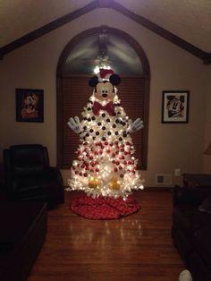 Mi sobrino Liam ama a Mickey Mouse (quién no lo ama?) y este árbol me pareció genial para Navidad. Visto en Facebook.