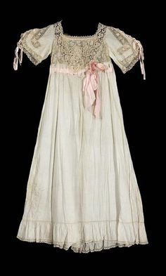 Nightgown    1900    The Museum of Fine Arts, Boston