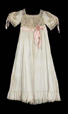 Nightgown    1900    The Museum of Fine Arts, Boston