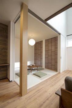 Japanse tatami matten in huis – Home Decor Style Japanese Interior Design, Asian Interior, Minimalist Kitchen, Minimalist Interior, Japan Room, Washitsu, Japanese Living Rooms, Japanese Style House, Tatami Room