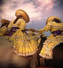 Charras praying right before a 'Charreada' - Happy #MexMonday