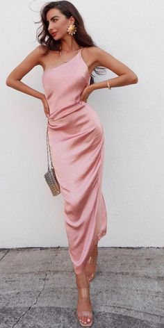 The best idea for wedding when it& hot - is to celebrate it on the beach. We make a list of beach wedding guest dresses. Summer Dresses For Wedding Guest, Beach Wedding Guests, Beach Wedding Attire, Summer Wedding Outfits, Summer Dresses For Women, Spring Dresses, Wedding Summer, Dress Summer, Wedding Guest Fashion