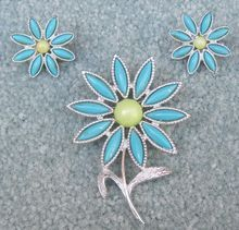 Sarah Coventry 'Daisy Time' brooch and earrings