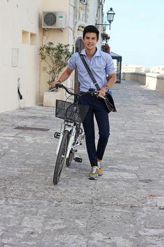 Comode e sportive le sneakers con rialzo modello Rio indossate dal fashion blogger #ViniUehara  http://www.guidomaggi.it/collezione-lusso/sneakers-rialzate/rio-detail#.VEj-ZSKsWSo
