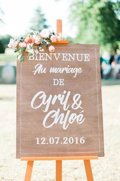A wedding at Giscours Castle - Aline - - Un mariage au château Giscours A country and colorful wedding at Château Giscours, Médoc – The barefoot bride – Photo: Marion Heurteboust Wedding Welcome Signs, Wedding Signs, Wedding Ceremony, Our Wedding, Dream Wedding, Table Wedding, Wedding Colors, Wedding Styles, Wedding Planer