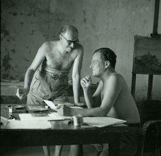 Ο Ν.Χ.Γκίκας και ο Πάτρικ Λι Φέρμορ στο εργαστήρι του Γκίκα στην Ύδρα, 1955