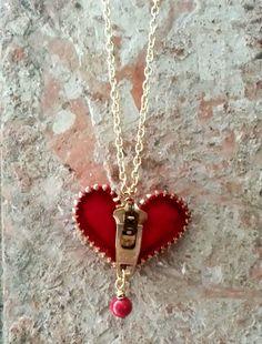 Unzip my heart. Zipper Heart Necklace via Etsy Zipper Jewelry, Heart Jewelry, Wire Jewelry, Jewelry Crafts, Jewelry Art, Beaded Jewelry, Jewelry Accessories, Jewelry Necklaces, Handmade Jewelry