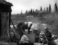 All Things Finnish — Laundry Day photo by Eino Jokinen Land Surveying. Old Photos, Vintage Photos, Vintage Laundry, The Good Old Days, Ancient History, Finland, Norway, Old Things, Black And White